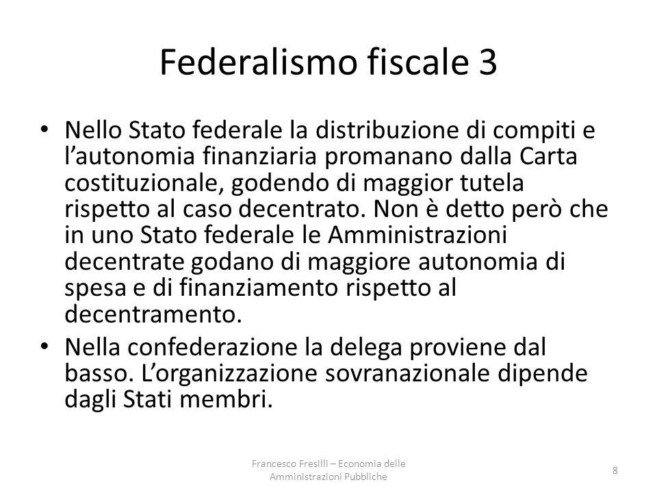 Federalismo fiscale 3 Nello Stato federale la distribuzione di compiti e l'autonomia finanziaria promanano dalla Carta costituzionale, godendo di maggior tutela rispetto al caso decentrato.