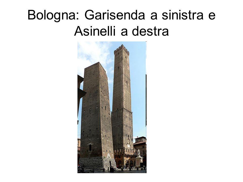 Bologna: Garisenda a sinistra e Asinelli a destra