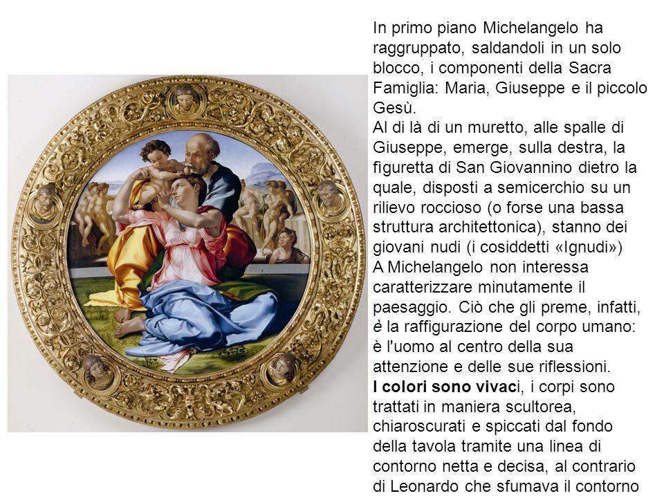 In primo piano Michelangelo ha raggruppato, saldandoli in un solo blocco, i componenti della Sacra Famiglia: Maria, Giuseppe e il piccolo Gesù. Al di