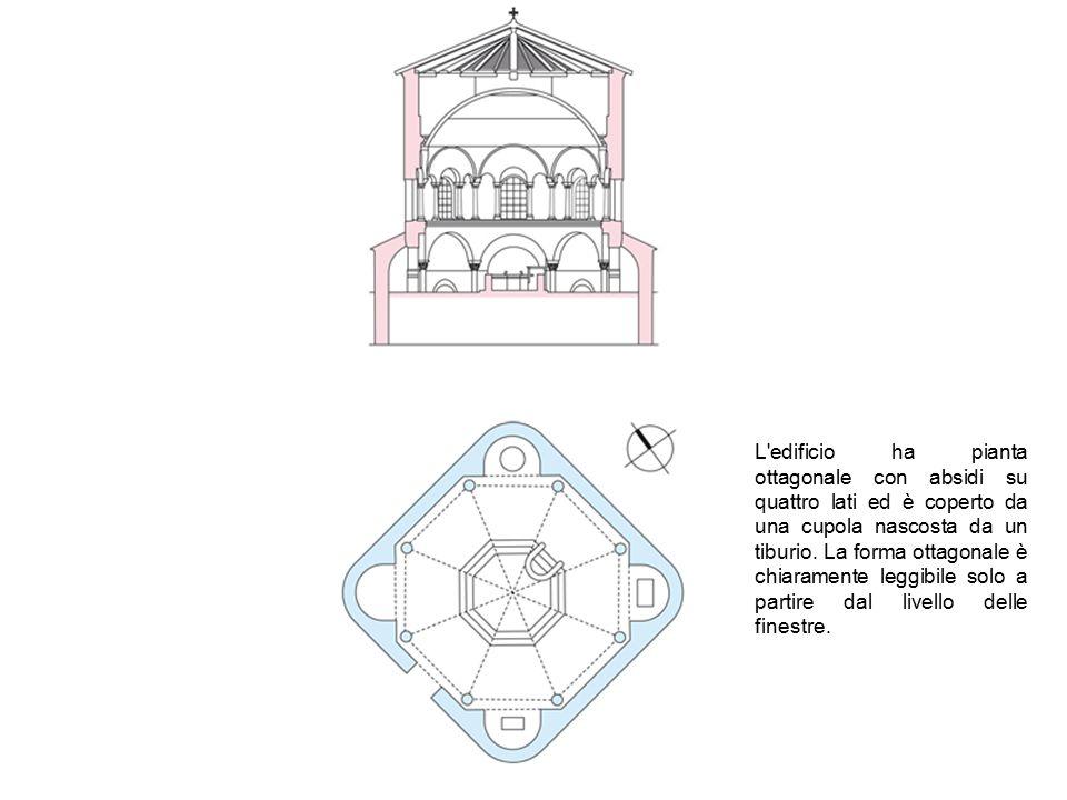 L'edificio ha pianta ottagonale con absidi su quattro lati ed è coperto da una cupola nascosta da un tiburio. La forma ottagonale è chiaramente leggib