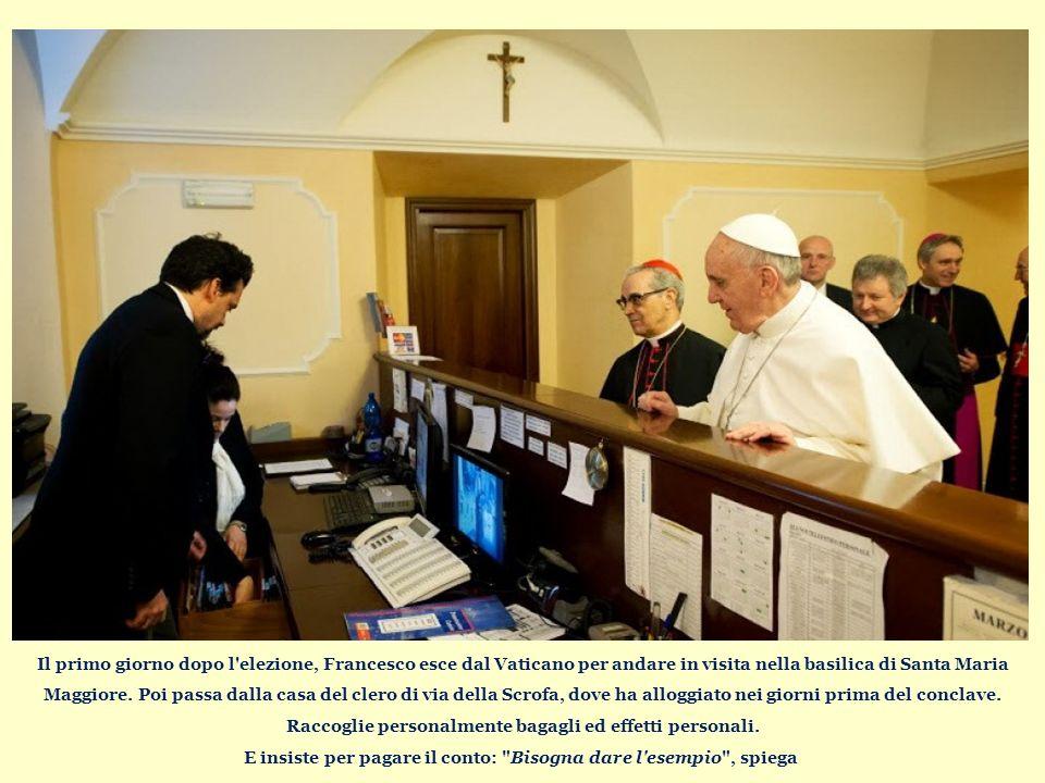 Il primo giorno dopo l elezione, Francesco esce dal Vaticano per andare in visita nella basilica di Santa Maria Maggiore.