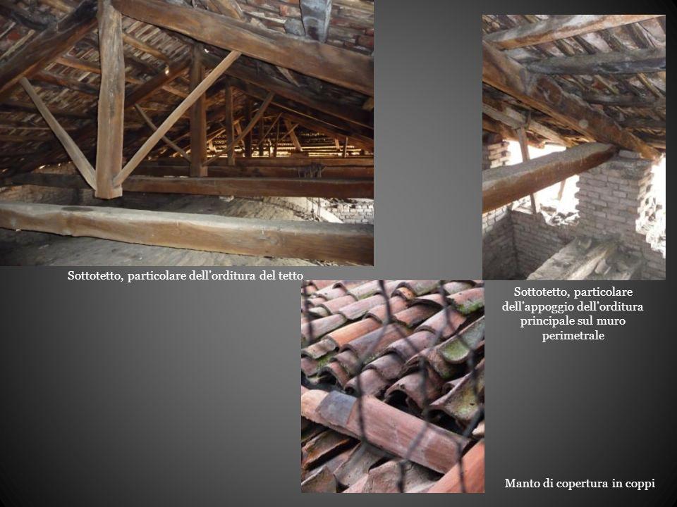 Sottotetto, particolare dell'orditura del tetto Sottotetto, particolare dell'appoggio dell'orditura principale sul muro perimetrale Manto di copertura in coppi