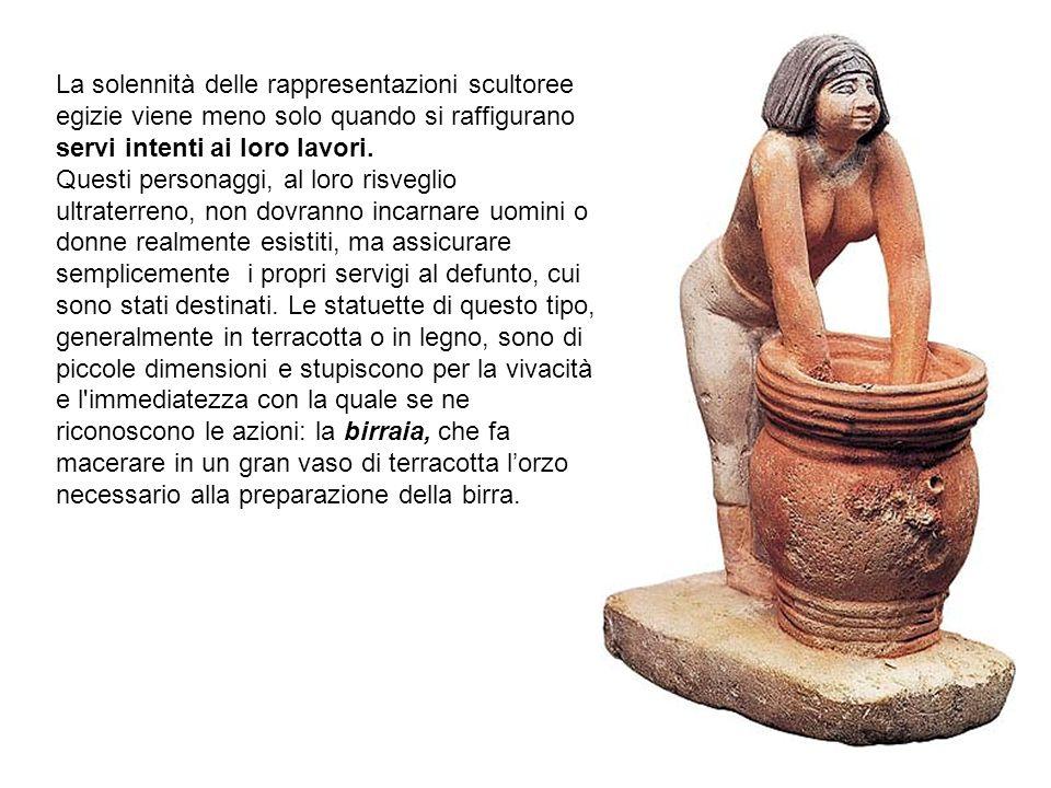 La solennità delle rappresentazioni scultoree egizie viene meno solo quando si raffigurano servi intenti ai loro lavori. Questi personaggi, al loro ri