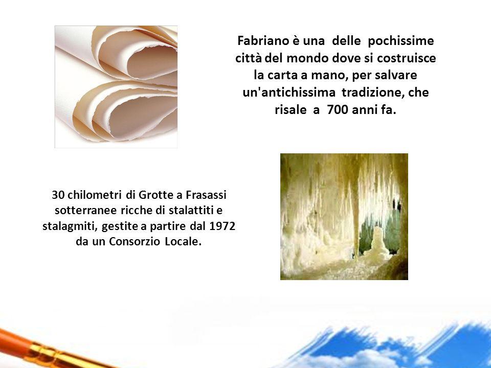 Fabriano è una delle pochissime città del mondo dove si costruisce la carta a mano, per salvare un'antichissima tradizione, che risale a 700 anni fa.