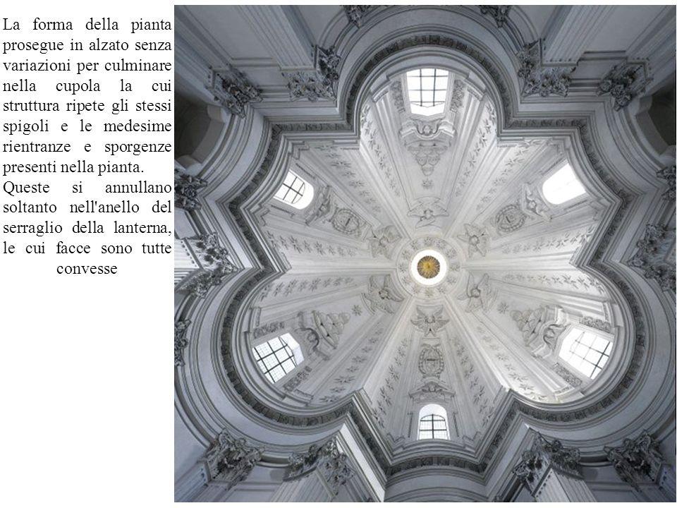 La forma della pianta prosegue in alzato senza variazioni per culminare nella cupola la cui struttura ripete gli stessi spigoli e le medesime rientran