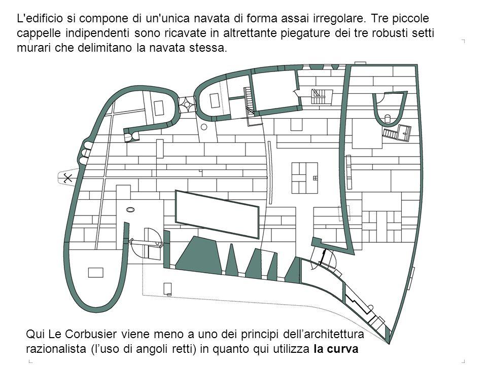 L'edificio si compone di un'unica navata di forma assai irregolare. Tre piccole cappelle indipendenti sono ricavate in altrettante piegature dei tre r