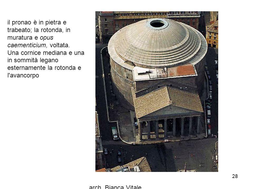 arch. Bianca Vitale 28 il pronao è in pietra e trabeato; la rotonda, in muratura e opus caementicium, voltata. Una cornice mediana e una in sommità le
