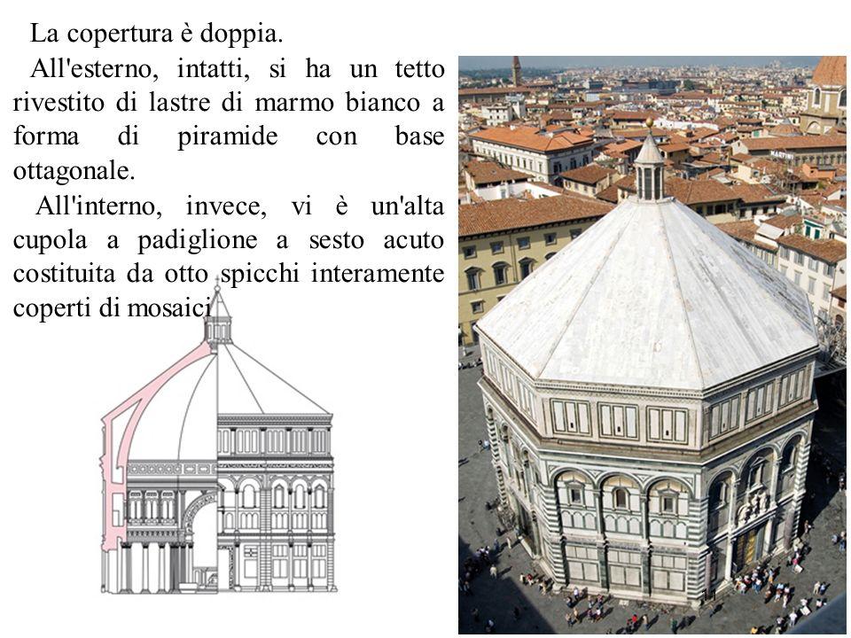 11 La copertura è doppia. All'esterno, intatti, si ha un tetto rivestito di lastre di marmo bianco a forma di piramide con base ottagonale. All'intern
