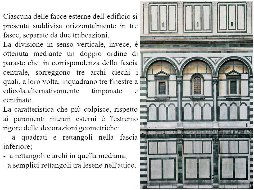 12 Ciascuna delle facce esterne dell'edifìcio si presenta suddivisa orizzontalmente in tre fasce, separate da due trabeazioni. La divisione in senso v