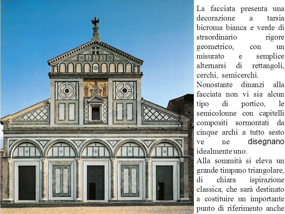 La facciata presenta una decorazione a tarsia bicroma bianca e verde di straordinario rigore geometrico, con un misurato e semplice alternarsi di rett