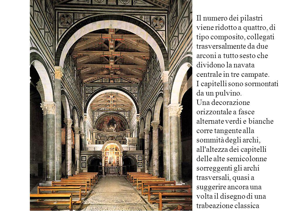 Il numero dei pilastri viene ridotto a quattro, di tipo composito, collegati trasversalmente da due arconi a tutto sesto che dividono la navata centra
