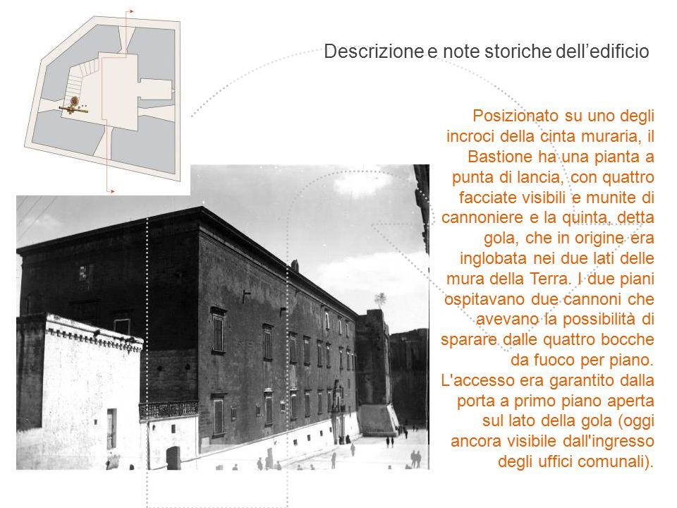 Descrizione e note storiche dell'edificio Posizionato su uno degli incroci della cinta muraria, il Bastione ha una pianta a punta di lancia, con quatt