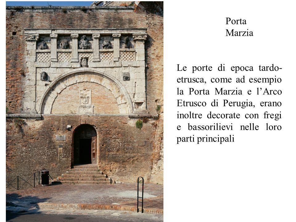 Porta Marzia Le porte di epoca tardo- etrusca, come ad esempio la Porta Marzia e l'Arco Etrusco di Perugia, erano inoltre decorate con fregi e bassori