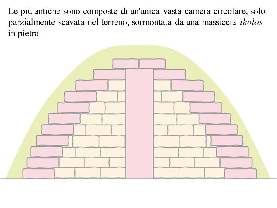Le più antiche sono composte di un'unica vasta camera circolare, solo parzialmente scavata nel terreno, sormontata da una massiccia tholos in pietra.