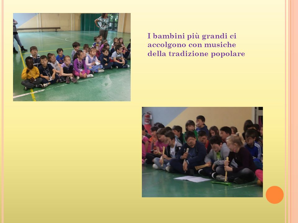 I bambini più grandi ci accolgono con musiche della tradizione popolare