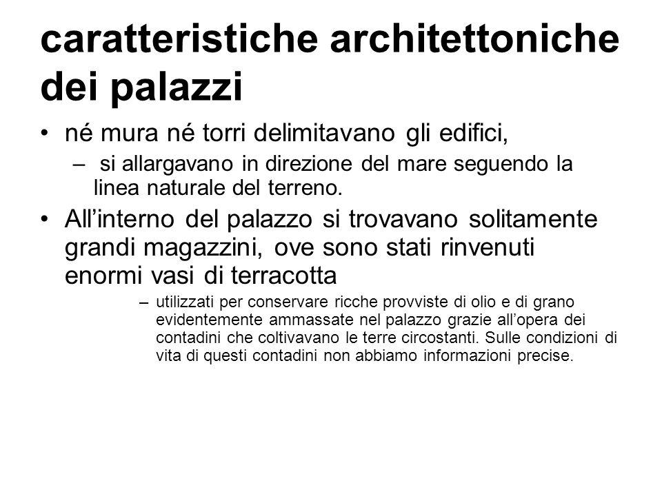 caratteristiche architettoniche dei palazzi né mura né torri delimitavano gli edifici, – si allargavano in direzione del mare seguendo la linea natura