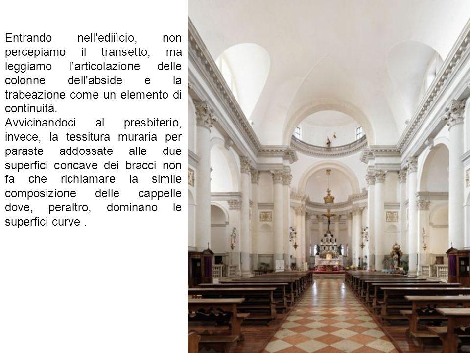Entrando nell'ediiìcio, non percepiamo il transetto, ma leggiamo l'articolazione delle colonne dell'abside e la trabeazione come un elemento di contin