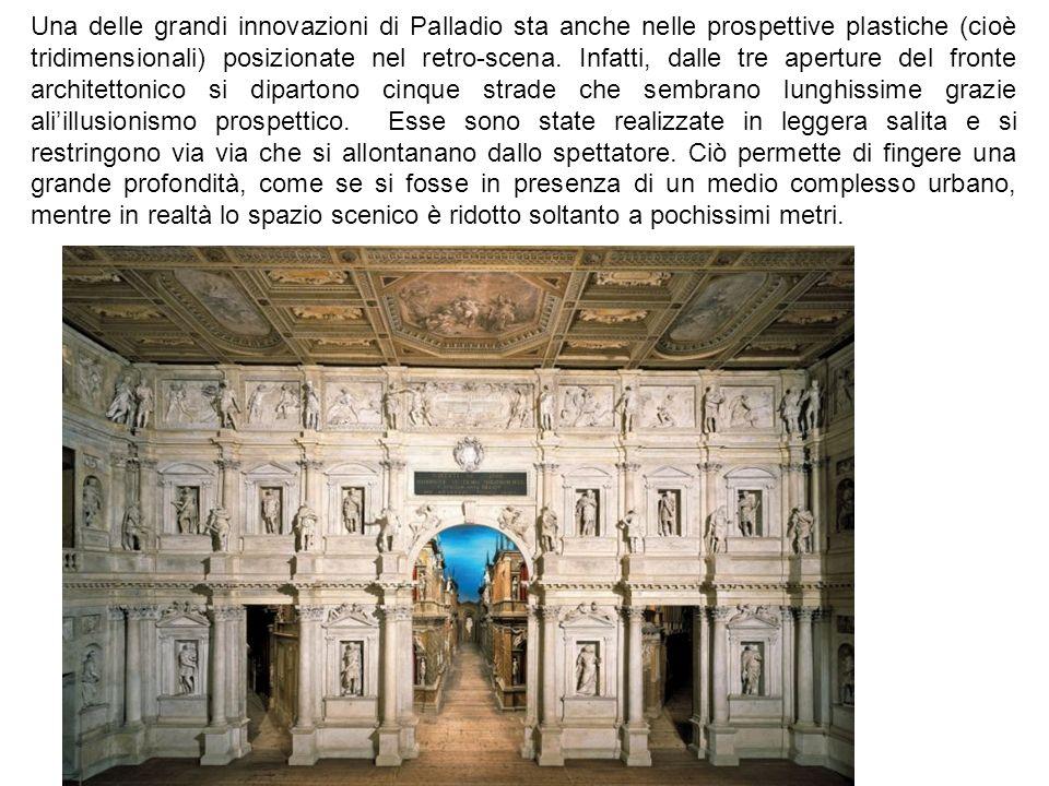 Una delle grandi innovazioni di Palladio sta anche nelle prospettive plastiche (cioè tridimensionali) posizionate nel retro-scena. Infatti, dalle tre