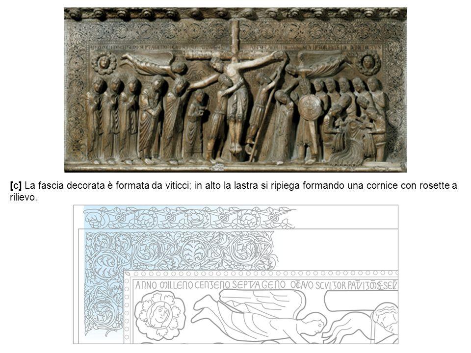 [c] La fascia decorata è formata da viticci; in alto la lastra si ripiega formando una cornice con rosette a rilievo.