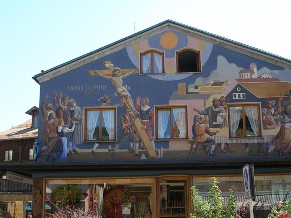Oberammergau è un comune situato nel distretto di Garmish-Partenkirchen nella valle del fiume Ammer, nello stato di Baviera, in Germania.