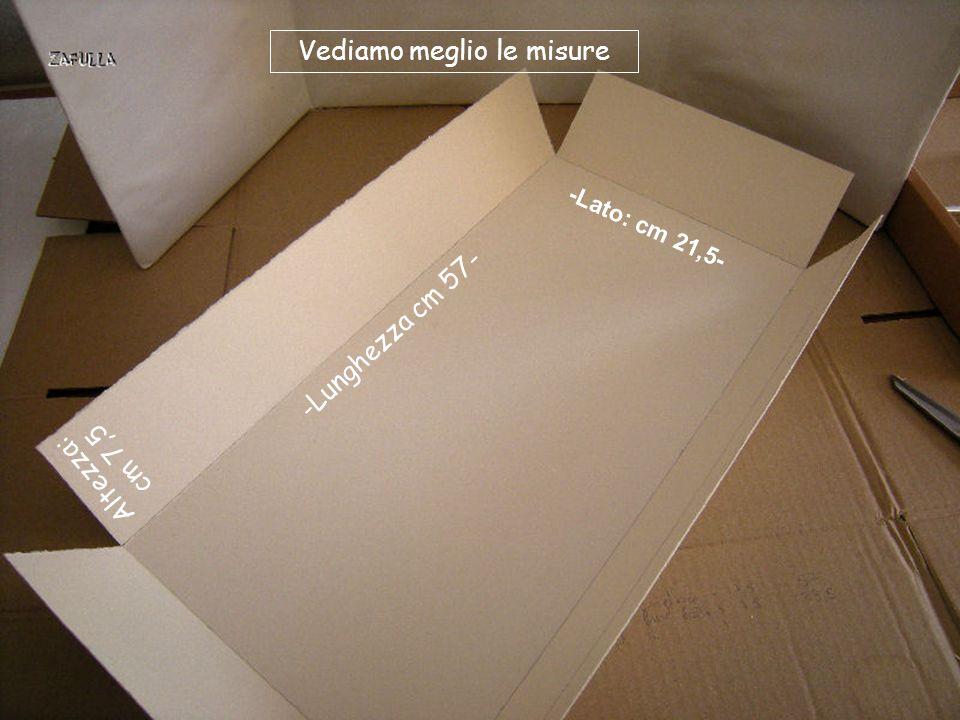 Prendiamo un cartoncino che farà da contenitore, nelle misure: Cm 57 lunghezza + 7,50 + 7,50 (sono i due bordi laterali); Cm 21,5 lato; il bordo anche qui è alto cm 7,5