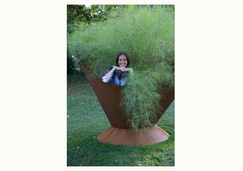 Barbara Negretti Esercita la professione di Garden Designer, occupandosi della progettazione di spazi verdi, curando in modo particolare la fase della realizzazione.