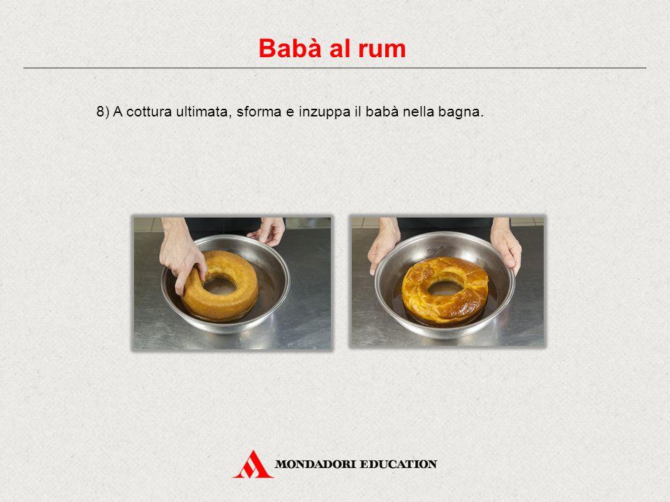 8) A cottura ultimata, sforma e inzuppa il babà nella bagna. Babà al rum