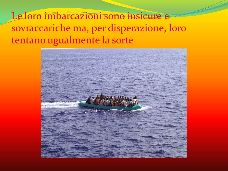 Le loro imbarcazioni sono insicure e sovraccariche ma, per disperazione, loro tentano ugualmente la sorte