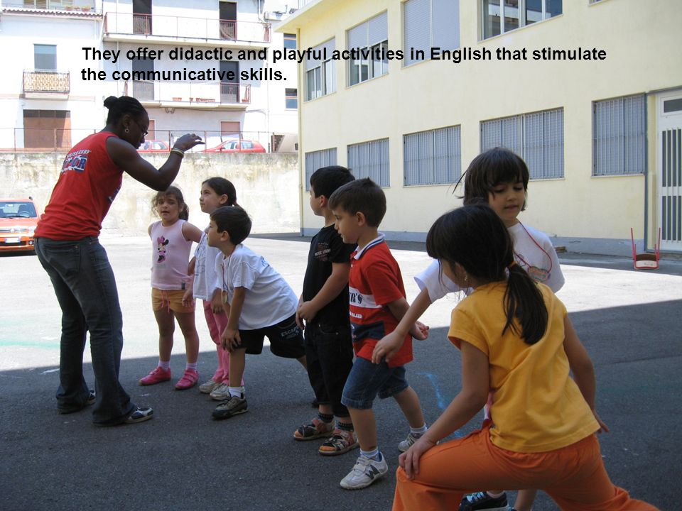 They offer didactic and playful activities in English that stimulate the communicative skills.