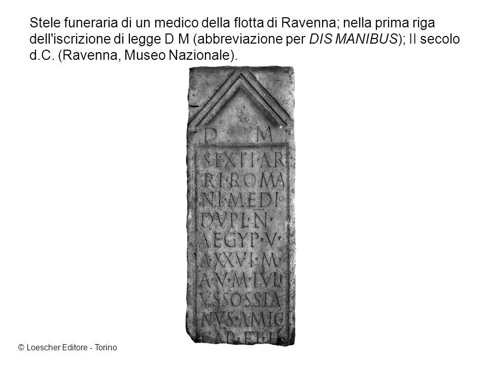 Stele funeraria di un medico della flotta di Ravenna; nella prima riga dell iscrizione di legge D M (abbreviazione per DIS MANIBUS); II secolo d.C.