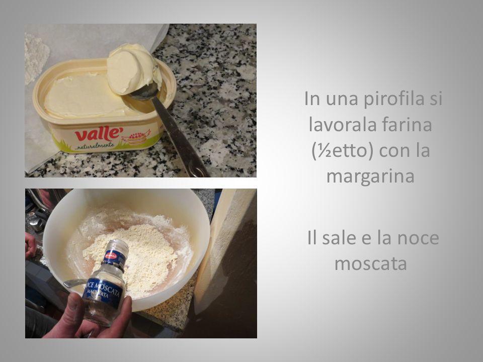 Si aggiunge piano piano il latte bollito ( ½litro ) Si rimette sul fuoco fino alla ripresa dellebollizione