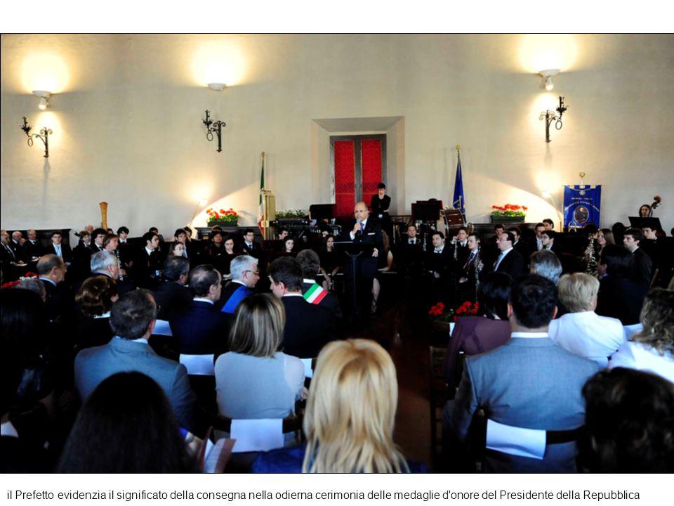 il Prefetto evidenzia il significato della consegna nella odierna cerimonia delle medaglie d'onore del Presidente della Repubblica