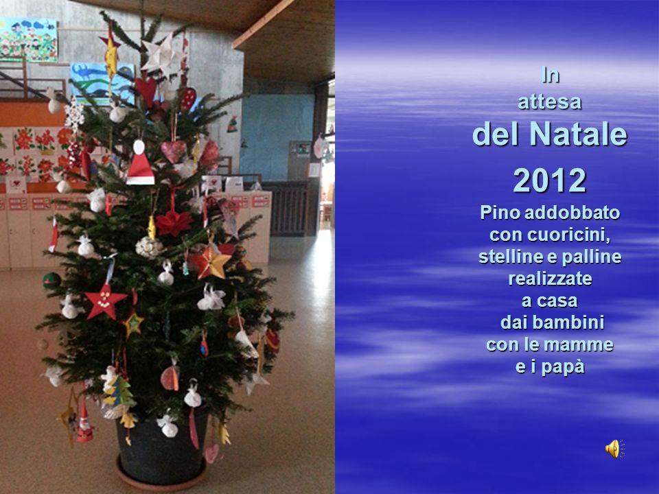 In attesa del Natale 2012 Pino addobbato con cuoricini, stelline e palline realizzate a casa dai bambini con le mamme e i papà