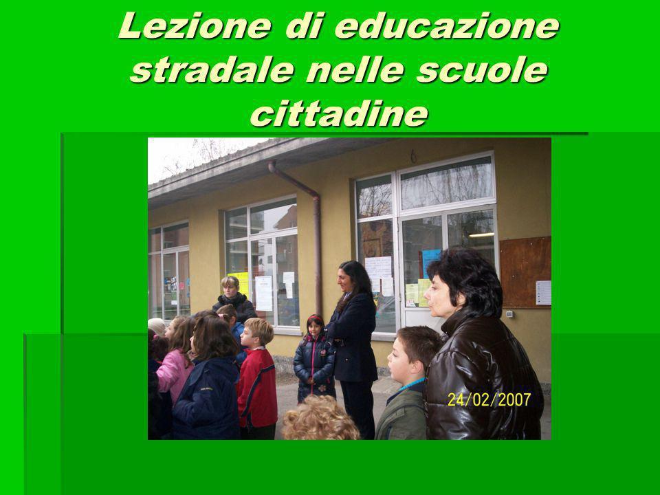 Lezione di educazione stradale nelle scuole cittadine