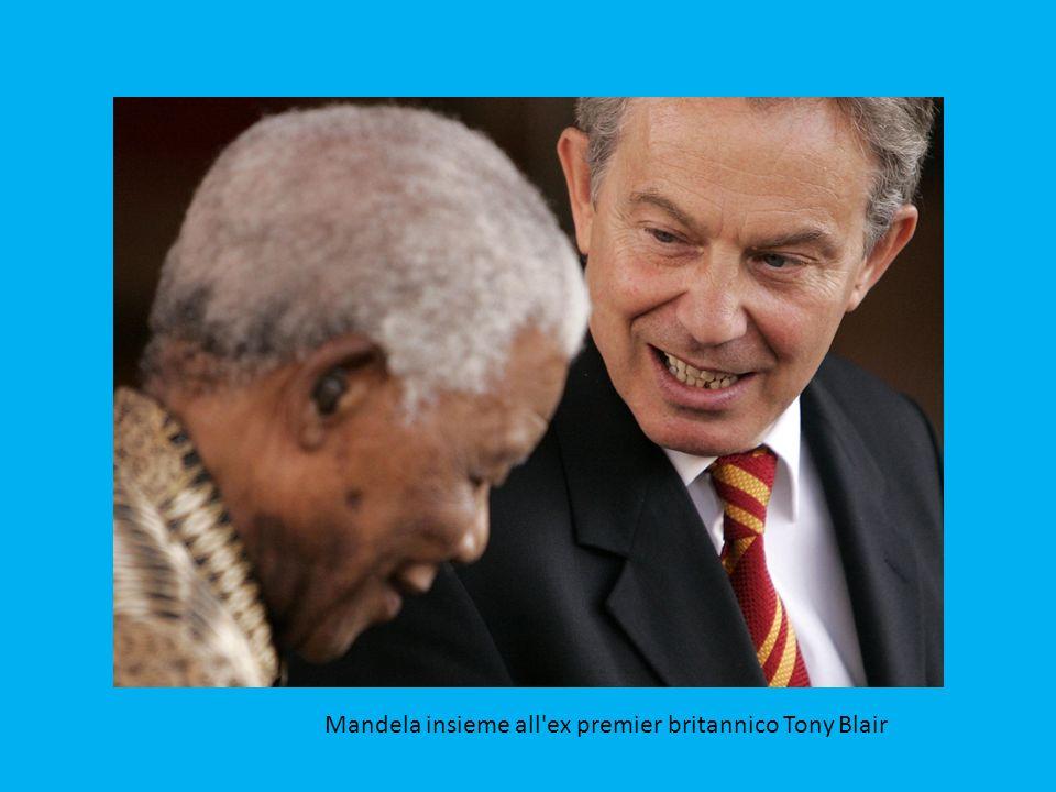 Mandela incontra il rais libico Gheddafi