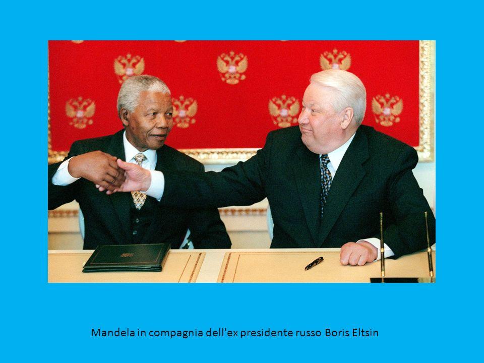 Mandela-accoglie-la-principessa-Diana