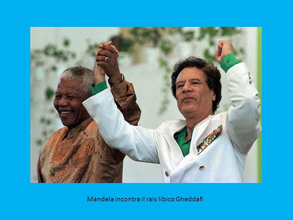 Mandela in compagnia dell'ex presidente russo Boris Eltsin