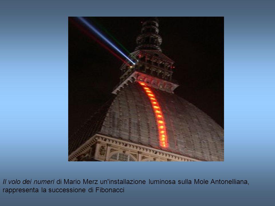 Il volo dei numeri di Mario Merz un'installazione luminosa sulla Mole Antonelliana, rappresenta la successione di Fibonacci