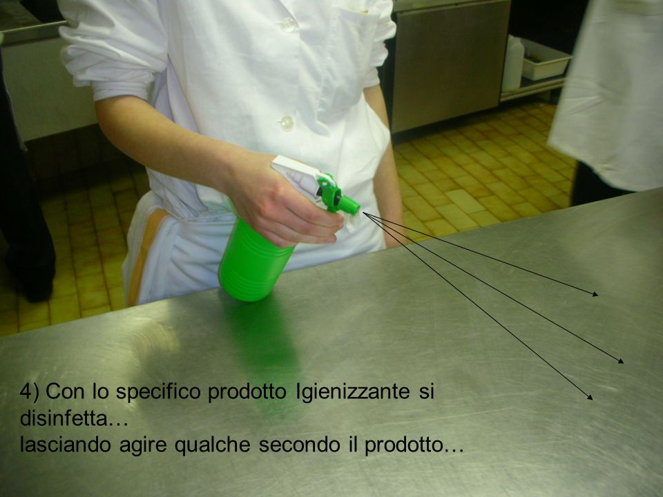 4) Con lo specifico prodotto Igienizzante si disinfetta… lasciando agire qualche secondo il prodotto…