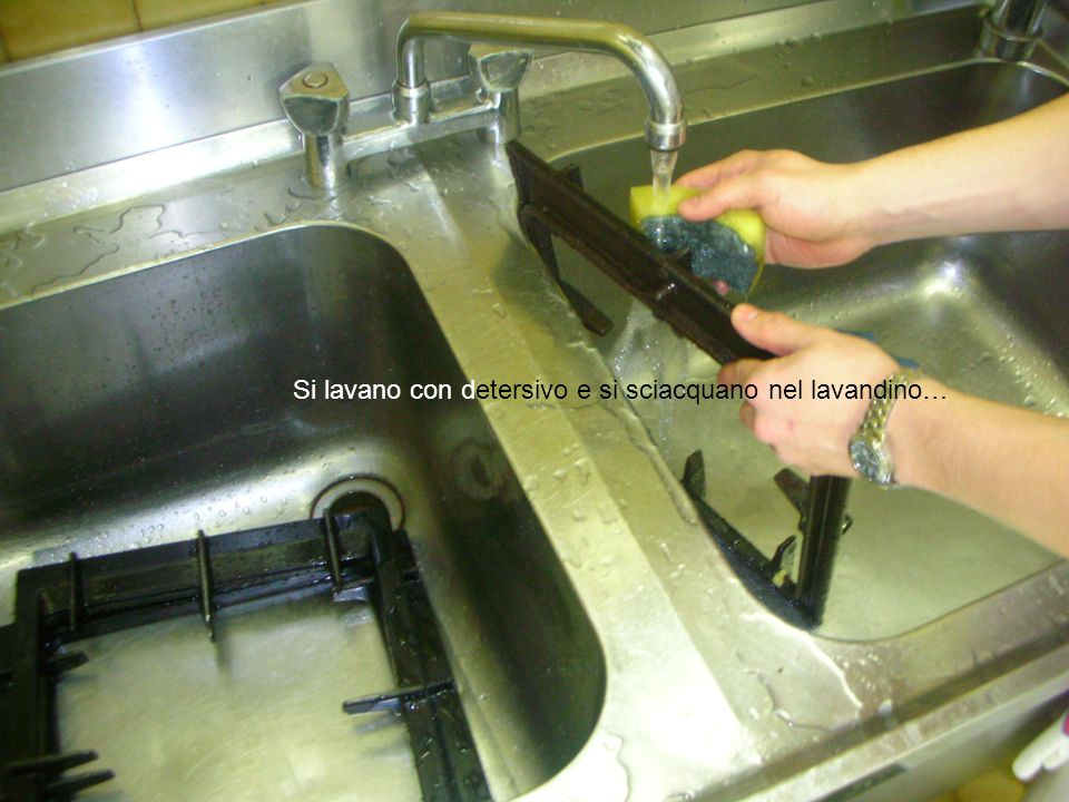 Si lavano con detersivo e si sciacquano nel lavandino…