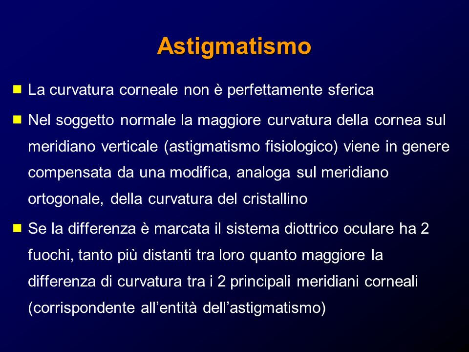 Astigmatismo La curvatura corneale non è perfettamente sferica Nel soggetto normale la maggiore curvatura della cornea sul meridiano verticale (astigm