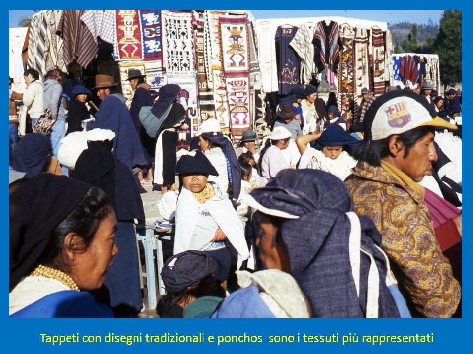 Tappeti con disegni tradizionali e ponchos sono i tessuti più rappresentati