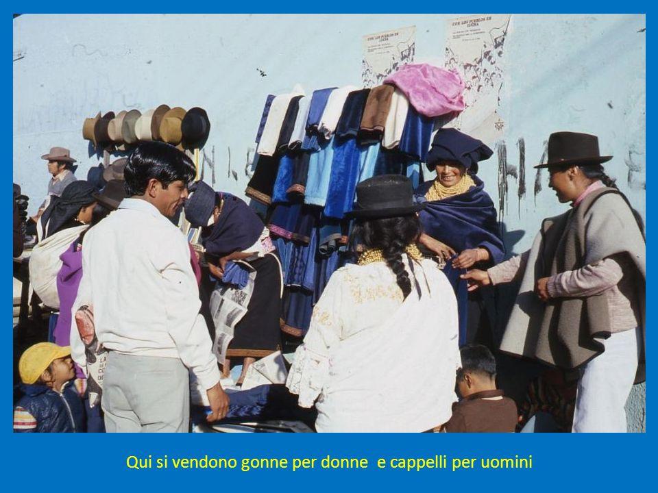 Qui si vendono gonne per donne e cappelli per uomini