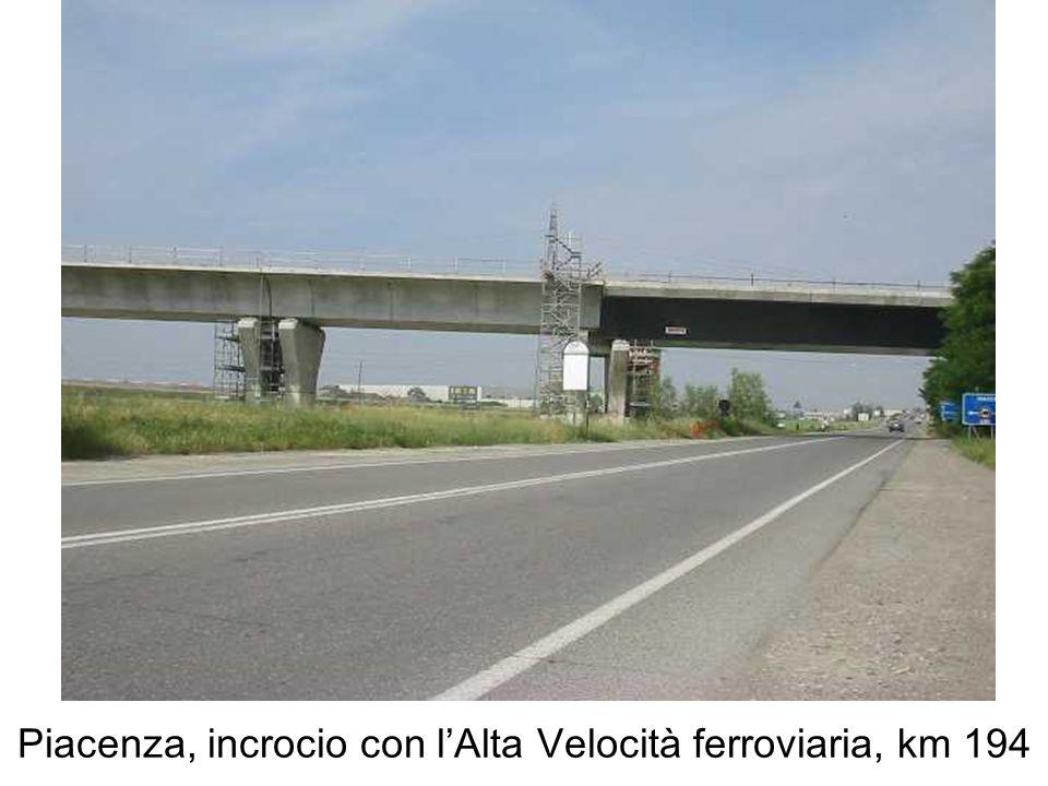 Piacenza, incrocio con lAlta Velocità ferroviaria, km 194