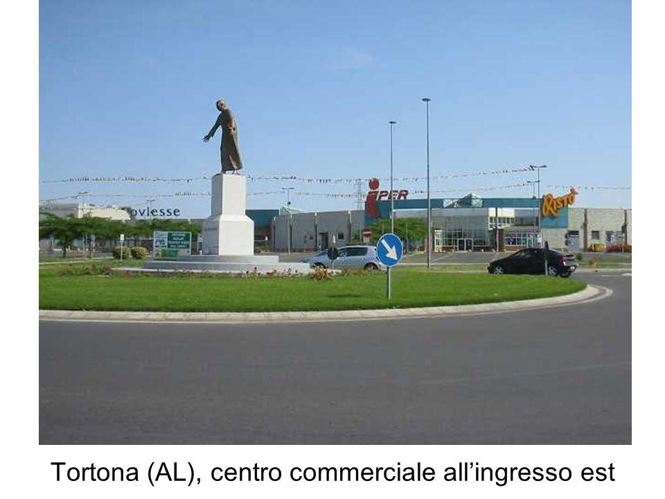 Tortona (AL), centro commerciale allingresso est