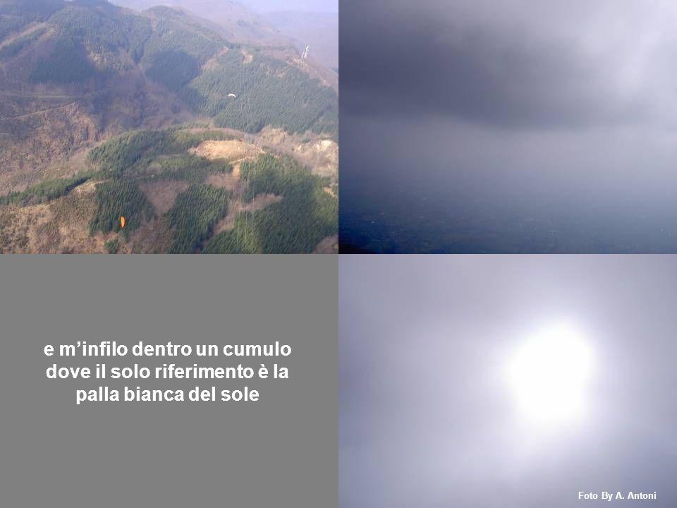 e minfilo dentro un cumulo dove il solo riferimento è la palla bianca del sole Foto By A. Antoni