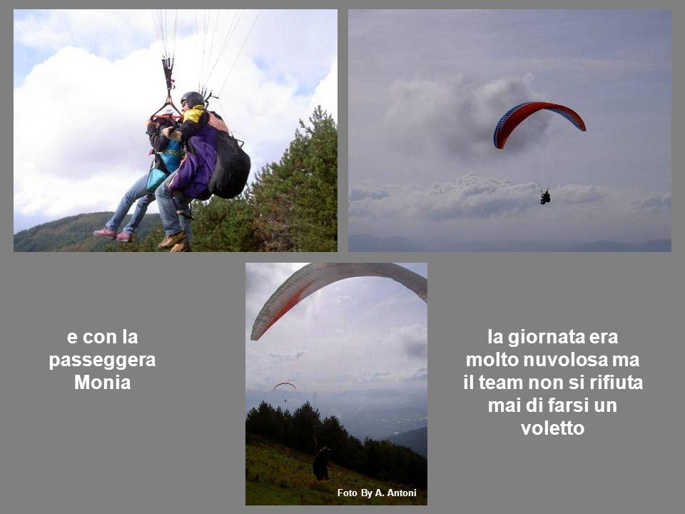 e con la passeggera Monia la giornata era molto nuvolosa ma il team non si rifiuta mai di farsi un voletto Foto By A.