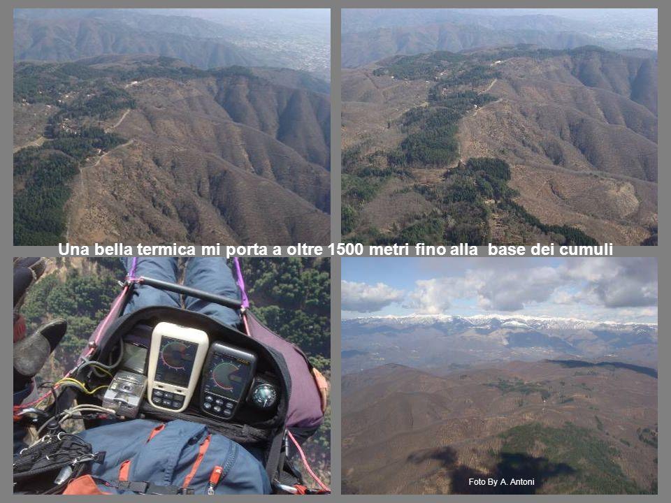 Una bella termica mi porta a oltre 1500 metri fino alla base dei cumuli Foto By A. Antoni