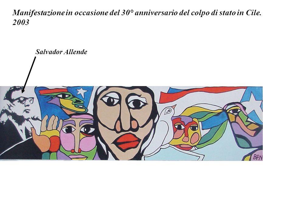 America latina con i giovani. In Italia, in una scuola media, E.Carrasco ha realizzato questo murale che rappresenta la storia dellAmerica Latina. Mis