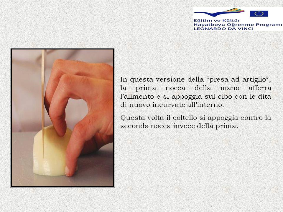 LE TECNICHE DI TAGLIO Gli ortaggi si tagliano a seconda delle loro caratteristiche fisiche e in base allutilizzo.